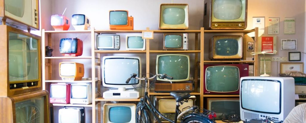 op tweede tv kijken